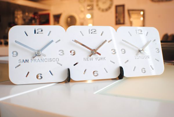 white four dial Roco Verre Acrylic Desk Table Time Zone Clock